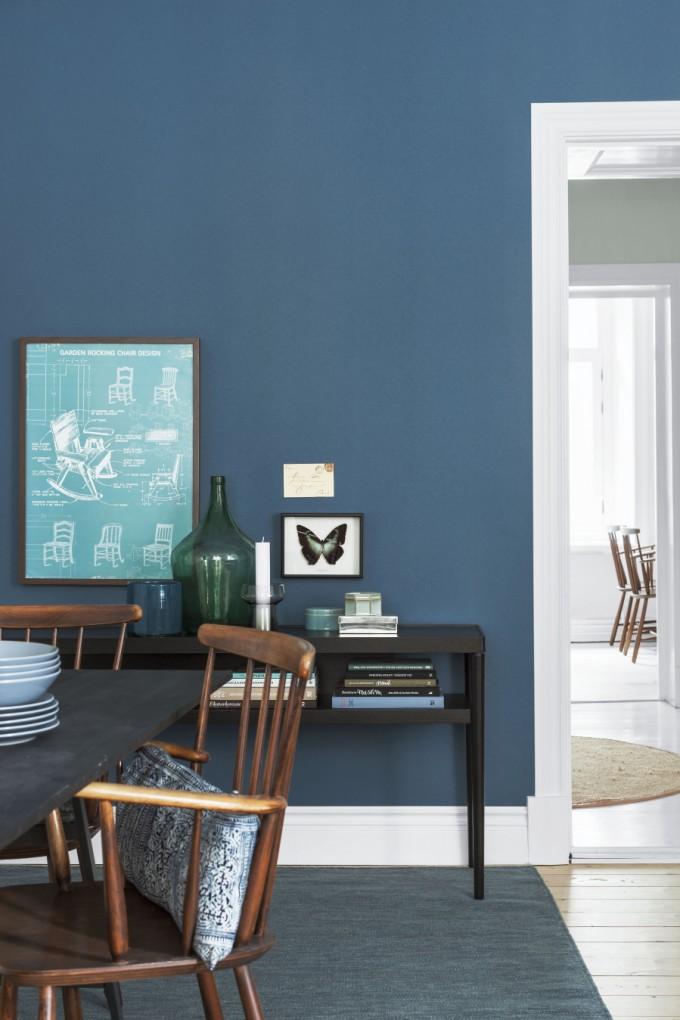 Wandfarbe dunkelblau kombinieren